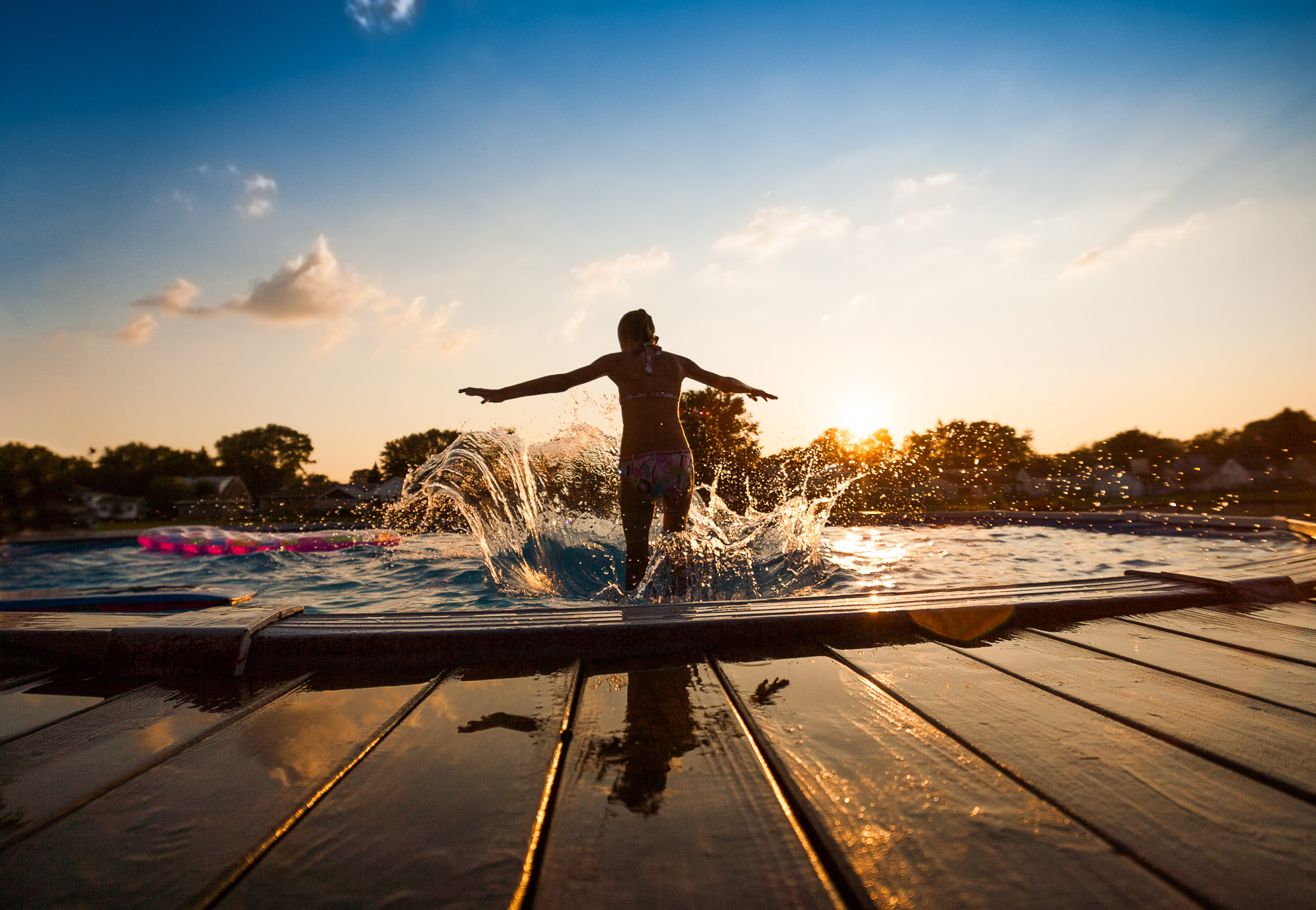 aaron-ingrao-Child-Swimming-pool-playing-splash-sunset