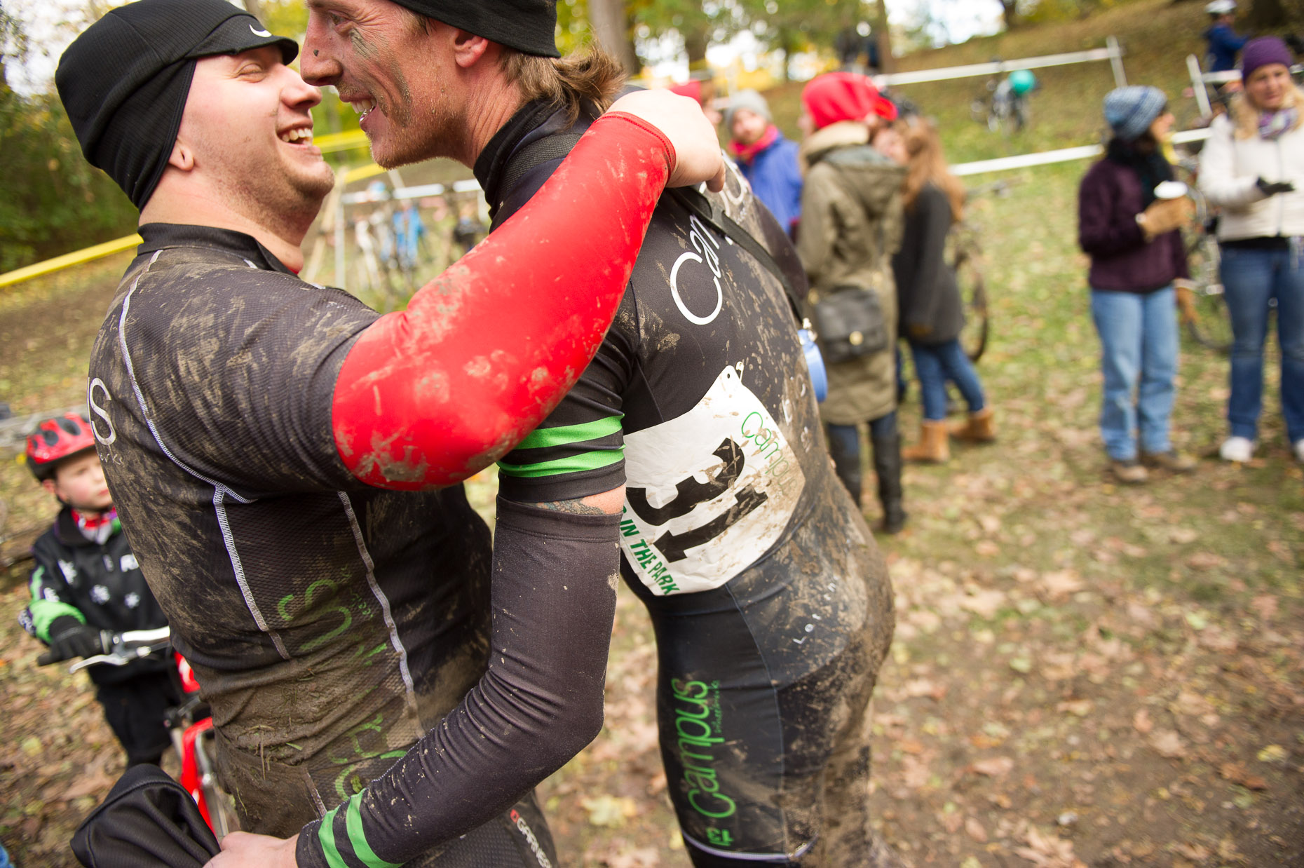 aaron-ingrao-cyclocross-cross-in-the-park-Ethan-Tony-hugging
