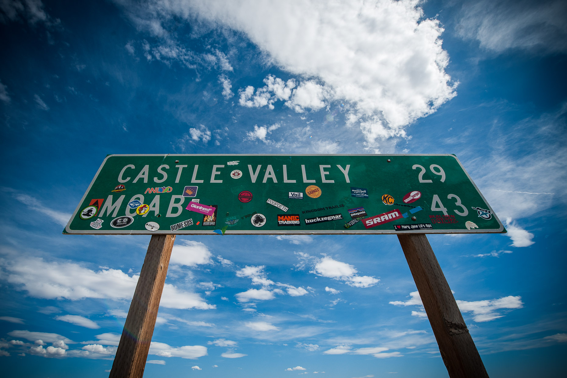 aaron-ingrao-moab-utah-castle-valley-sign