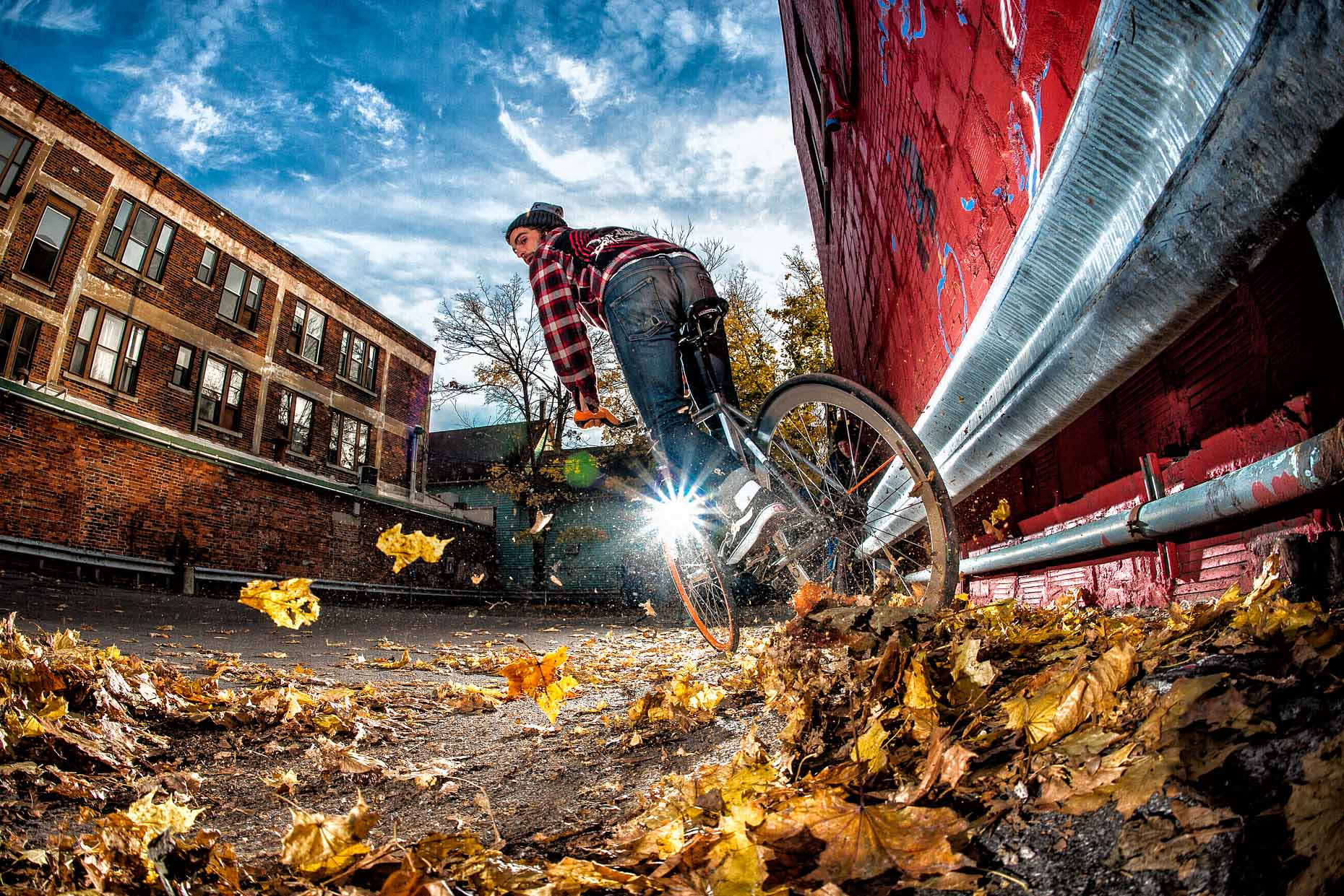 aaron-ingrao-single-speeder-fixie-skid-leaves